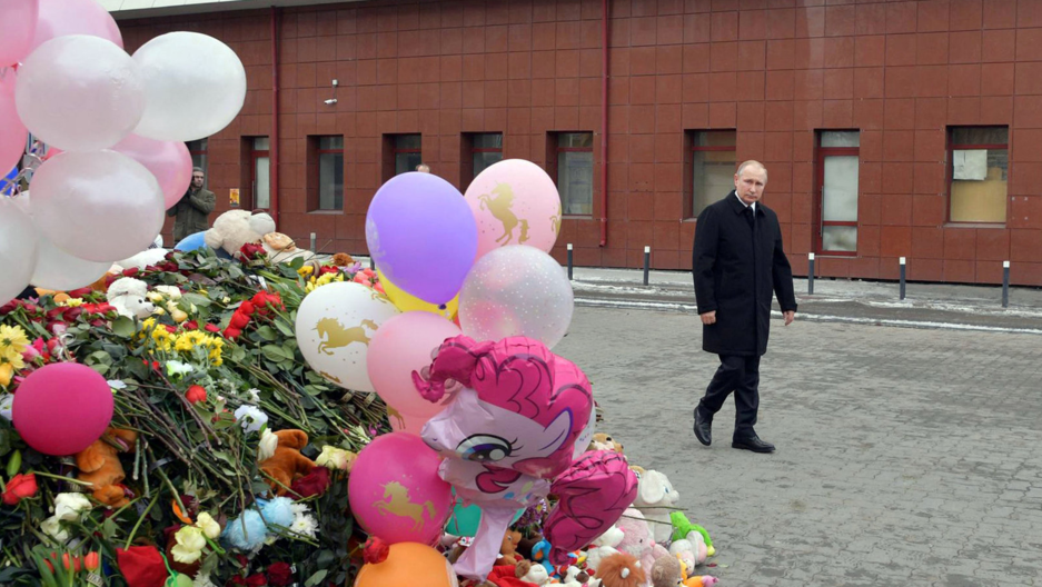 Russian President Vladimir Putin visits the site of fire, that killed at least 64 people at a busy shopping mall, in Kemerovo, Russia, March 27, 2018.