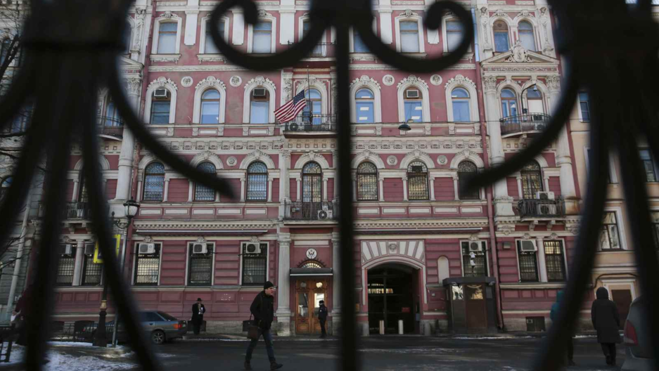 A view through a fence shows the building of the US consulate-general in St. Petersburg, Russia, March 29, 2018.