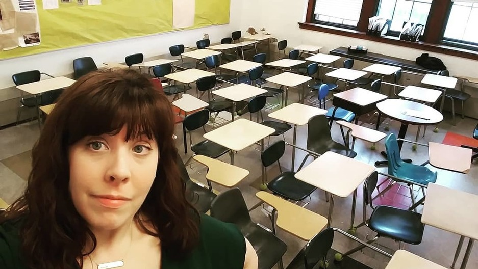 Teacher Suzanne Sutton Takes A Selfie In Front Of Rows Of Empty Desks At  Her Classroom