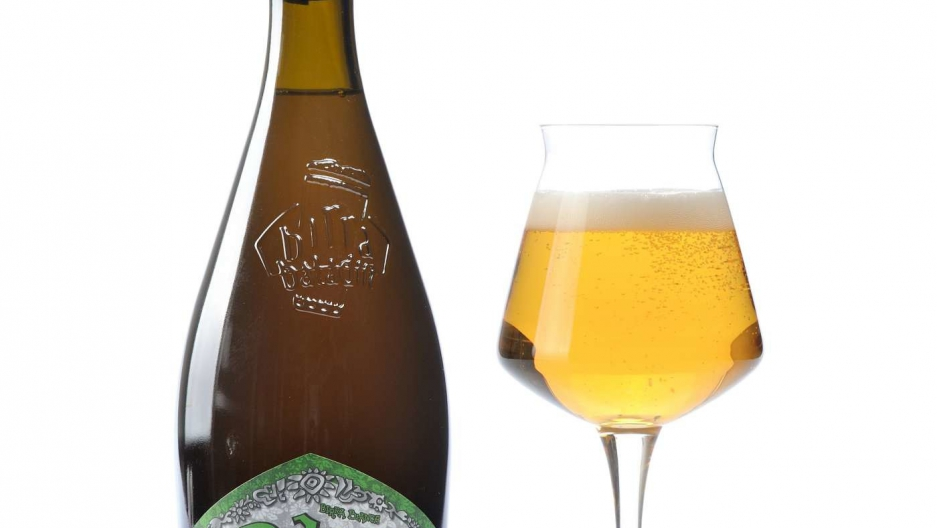 """A bottle and glass of Baladin's """"Isaac"""" brewed in Italy."""