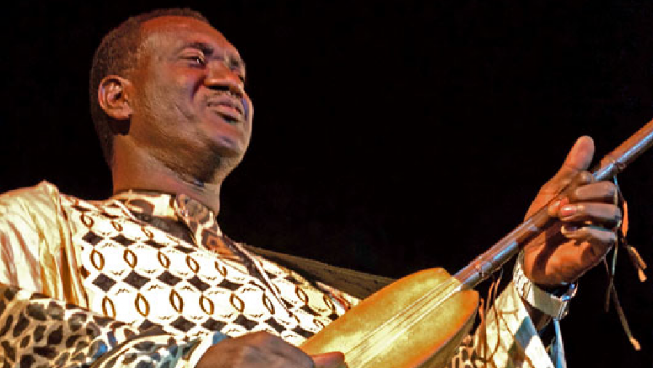 Ngoni maestro Bassekou Kouyate performs at the Festival Acoustik de Bamako.