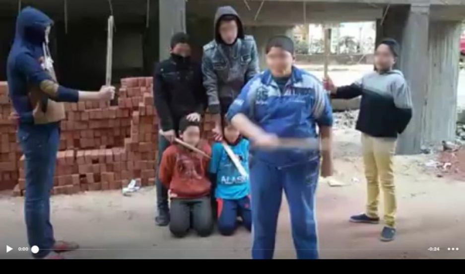 "Children in El-Mahalla El-Kubra role-playing as ISIS fightering and ""slaughtering"" other children. Faces in this screenshot were blurred by Global Voices Online."