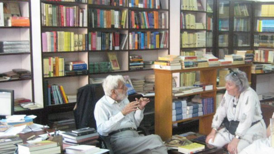 Ram Advani in his bookshop, Ram Advani Booksellers. He ran it for more than a half century.