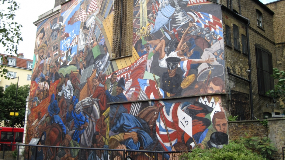 A modern mural commemorating the Cable Street riot