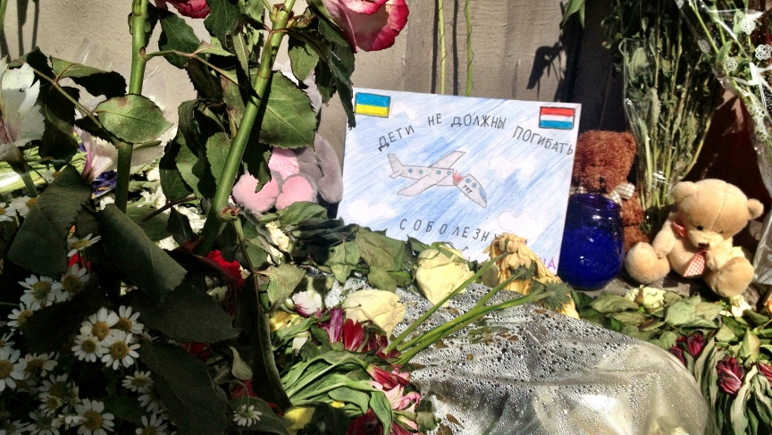 Russians have been lighting candles and leaving flowers and messages at the Dutch embassy in Moscow to show respect for the passengers who died on Malaysia Airlines Flight 17. Most of the victims were Dutch.
