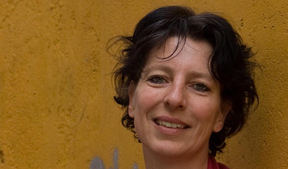 Dutch journalist Fréderike Geerdink has been charged by Turkey with aiding a terrorist organization.