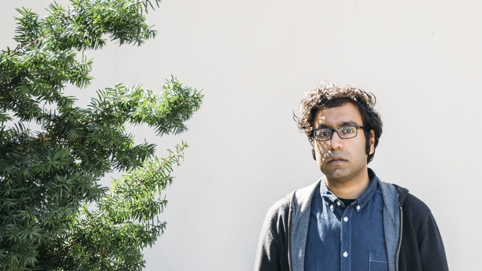 Portrait of a guy, next to a tree