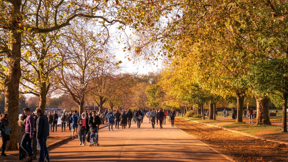 London residents take a stroll in Hyde Park on an autumn day. A new study showed that taking walks in a park setting may be much more beneficial than a similar walk on a crowded city street.