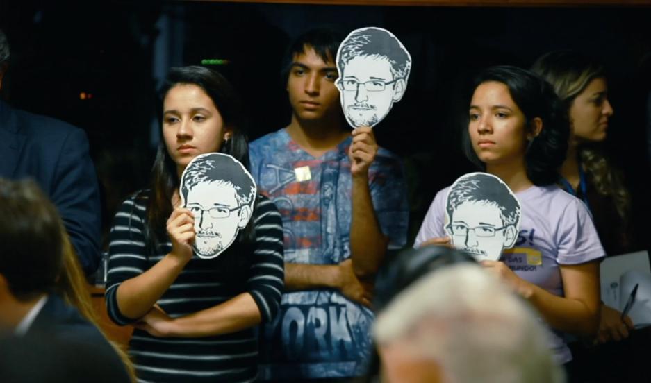 Brazilian activists hold Snowden masks