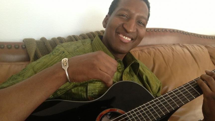 King Ibu playing at home in Vegas