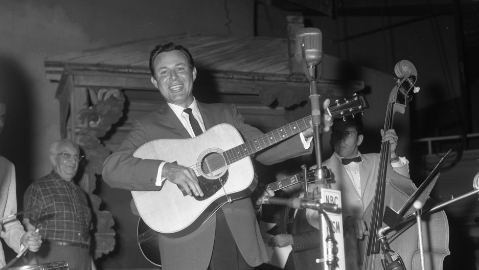 Jim Reeves on the Grand Ole Opry, September 3, 1960.