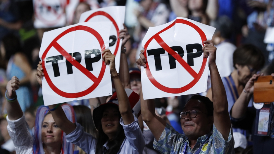 Sanders Trump And Clinton Agree The Tpp Is Flawed
