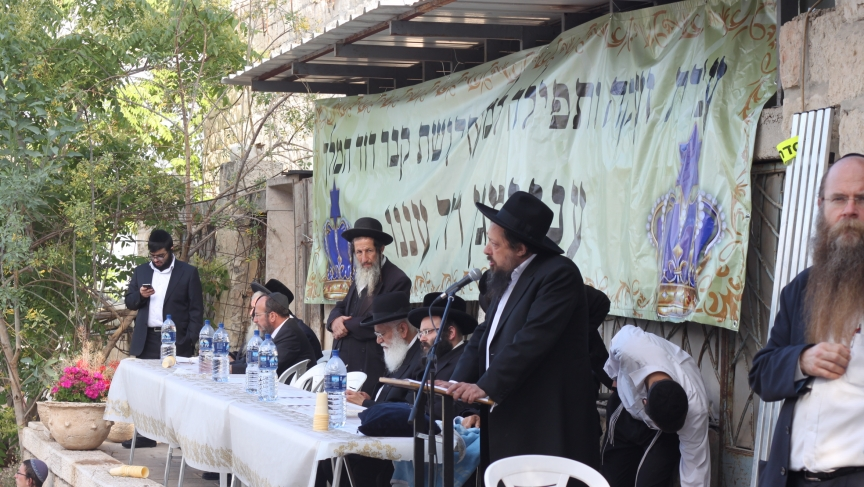 Orthodox nationalist rabbis lead a protest against rumors that Israel will transfer the site of King David's tomb and Jesus' Last Supper to the Vatican.