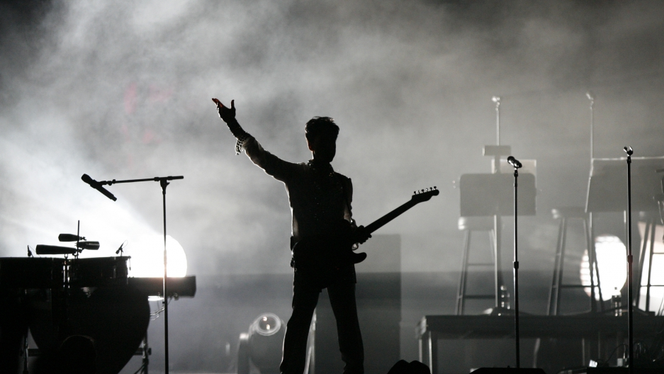 Prince performs at the Coachella Music Festival in Indio, California April 26, 2008.