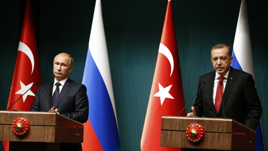 Russian President Vladimir Putin shakes hands with Turkey's President Tayyip Erdogan after a news conference at the Presidential Palace in Ankara December 1, 2014.