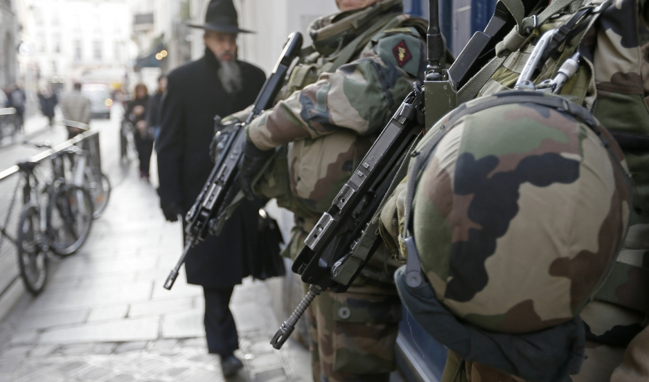 "rench soldiers patrol the street in a Jewish neighbourhood near a religious school and a synagogue as part of the highest level of ""Vigipirate"" security plan after the Islamist attacks in Paris January 20, 2015."