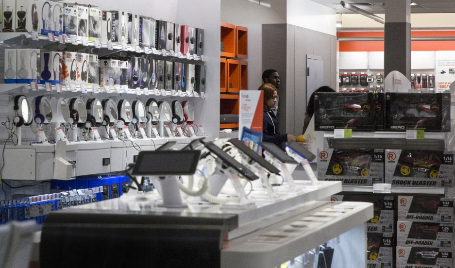Employees work inside a RadioShack store in New York on February 5, 2015. The company filed for bankruptcy the same day.