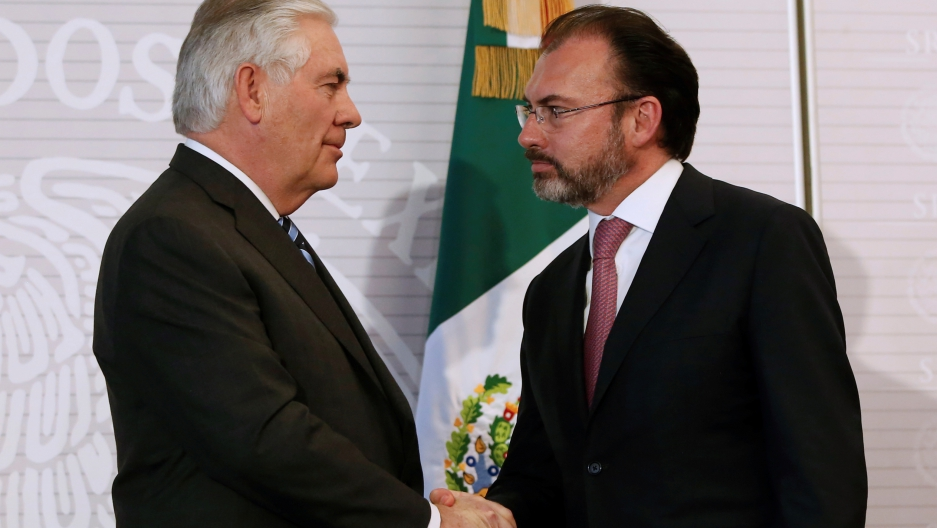 U.S. Secretary of State Rex Tillerson (L) and Mexico's Foreign Minister Luis Videgaray shake hands after a joint news conference at the foreign ministry in Mexico City, Mexico February 23, 2017.