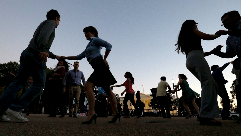 Members of social dance club, Rueda de la Calle DC, perform Cuban salsa dances on Pennsylvania Avenue in front of the White House in Washington, October 15, 2015.