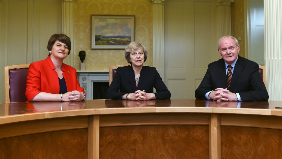 Northern Ireland first minister Arlene Foster (DUP), Britain's Prime Minister Theresa May (C), and deputy first minister Martin McGuinness at Stormont Castle in Belfast in 2016.