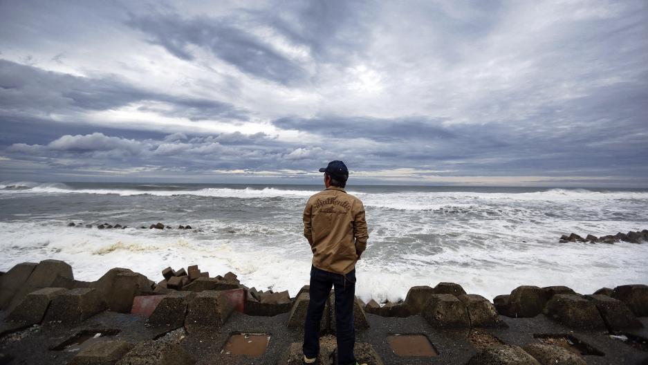 Man looks into the ocean