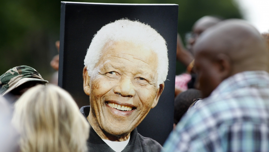 People mourn the death of Nelson Mandela
