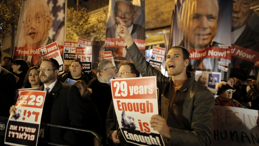 Israelis hold placards during a protest calling for the release of Jonathan Pollard from U.S. prison, outside U.S. Secretary of State John Kerry's hotel in Jerusalem on January 2, 2014.