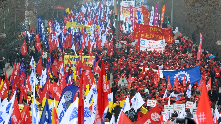 Thousands march in protest against Turkey's ruling AK Party (AKP) over a corruption probe.