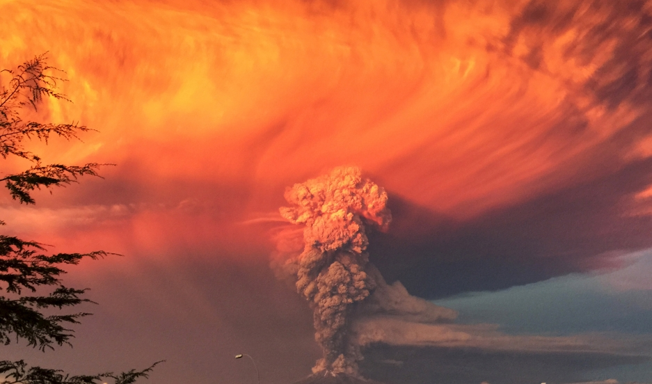 Smoke and ash rise from the Calbuco volcano as seen from the city of Puerto Montt, April 22, 2015. The Calbuco volcano in southern Chile erupted for the first time in more than five decades on Wednesday, sending a thick plume of ash and smoke several kilo