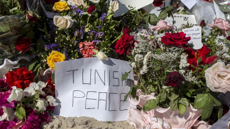 Messages and flowers are placed at the beach of the Imperial Marhaba resort, which was attacked by a gunman in Sousse, Tunisia, June 29, 2015. The gunman disguised as a tourist opened fire at the Tunisian hotel killing 39 people including Britons, Germans