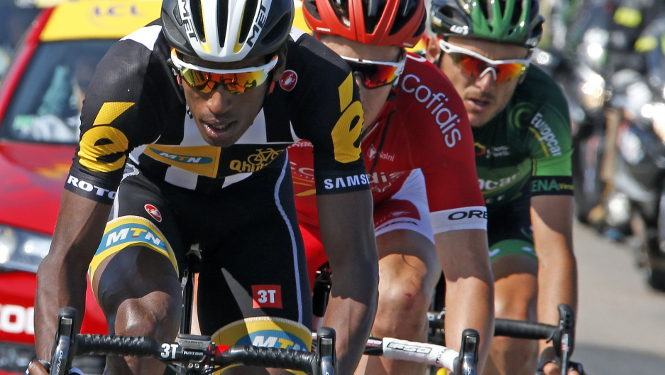 MTN-Qhubeka rider Daniel Teklehaimanot of Eritrea (L) wtih two racers on his 7744846c6
