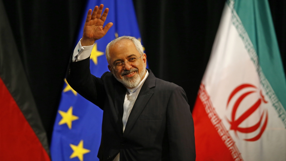 Iranian Foreign Minister Mohammad Javad Zarif waves after a plenary session at the United Nations building in Vienna, Austria July 14, 2015.