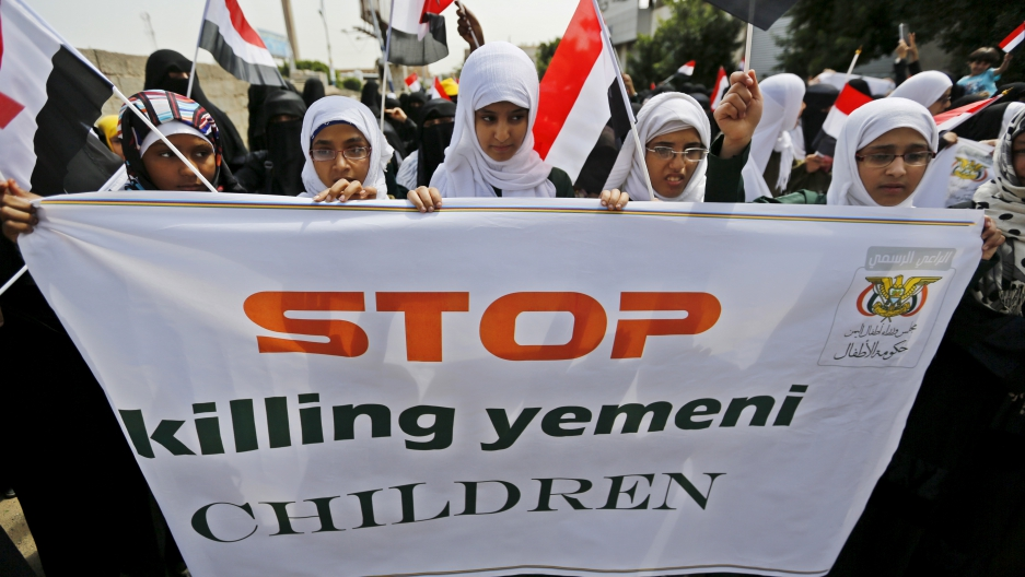Girls demonstrate against the Saudi-led coalition outside the offices of the United Nations in Yemen's capital Sanaa August 11, 2015.