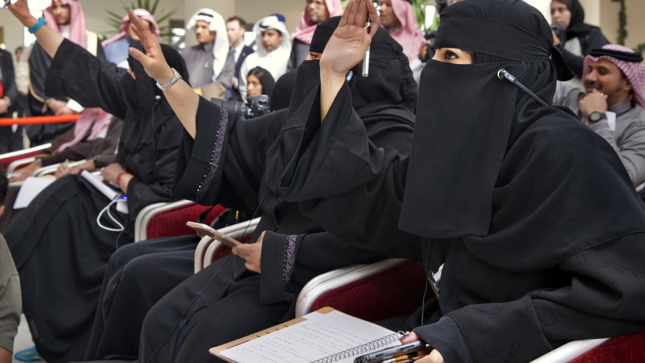 Saudi women journalists raise hands at press conference for US Secretary of State John Kerry