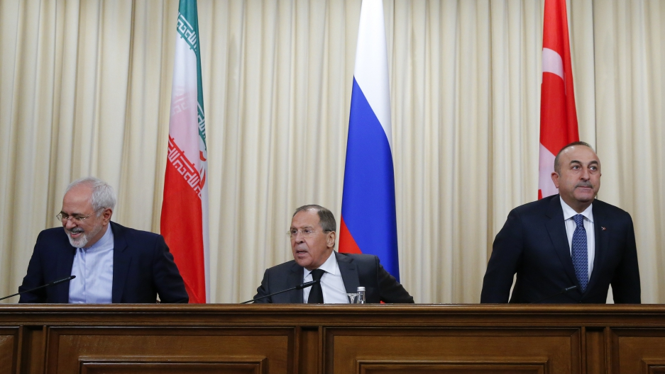 Foreign ministers, Sergei Lavrov (C) of Russia, Mevlut Cavusoglu (R) of Turkey and Mohammad Javad Zarif of Iran, prepare for a news conference in Moscow, December 20th 2016.