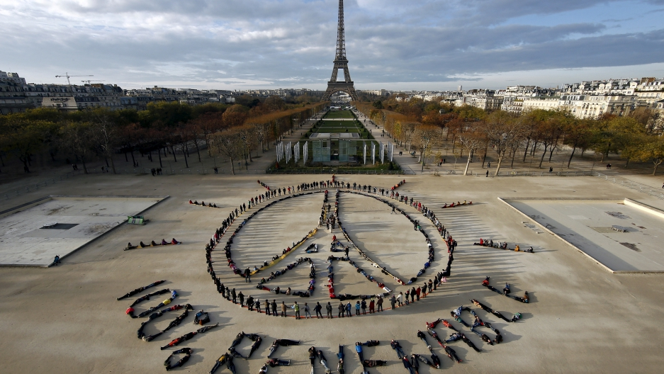Peace sign below the Eiffel tower