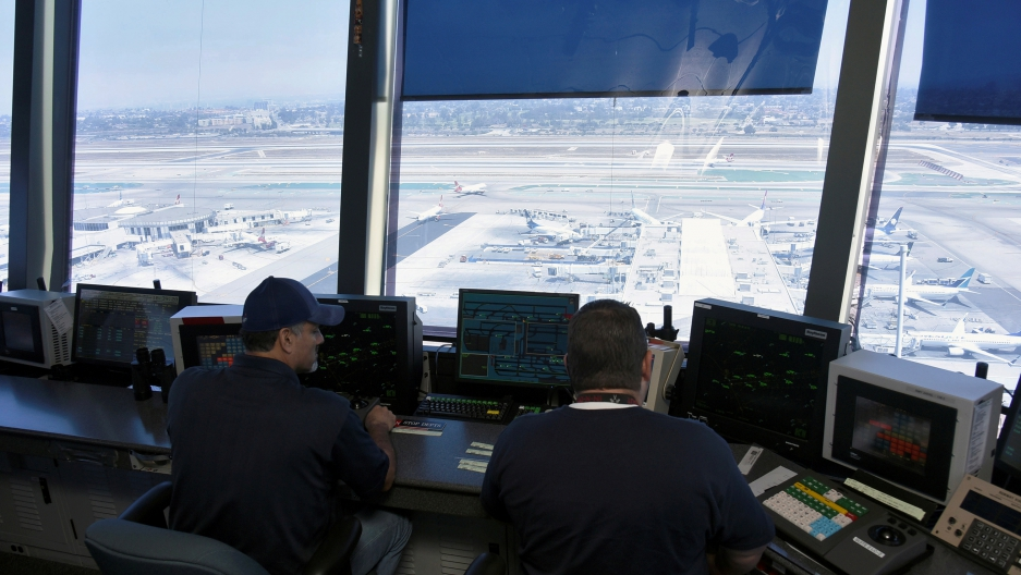 How Trump's plan to privatize air traffic control might