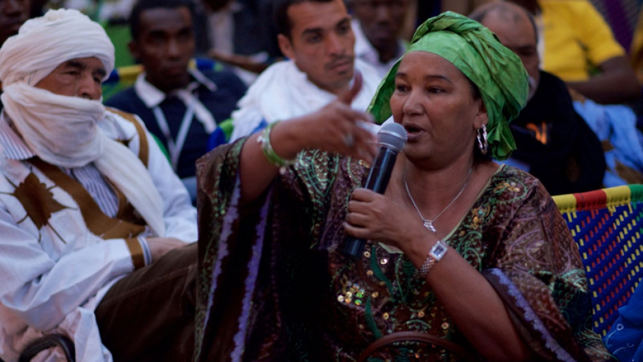 Fadimata from the group Tartit during a discussion in Segou's Festival Sur le Niger.