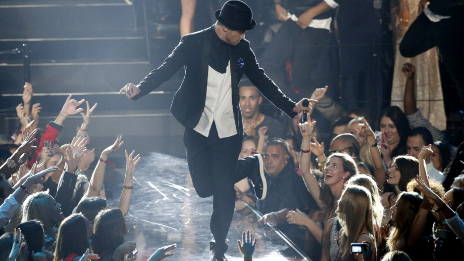 """Justin Timberlake performs """"Cry Me A River"""" during the 2013 MTV Video Music Awards in New York"""