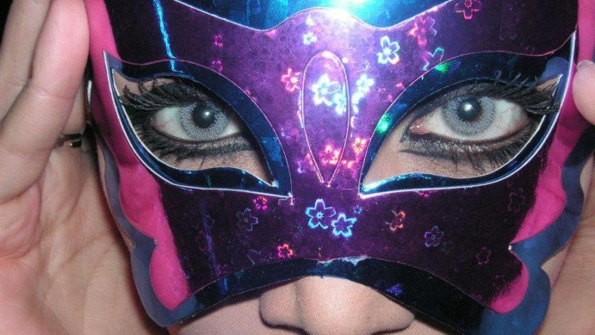 Aynaz wears a mask