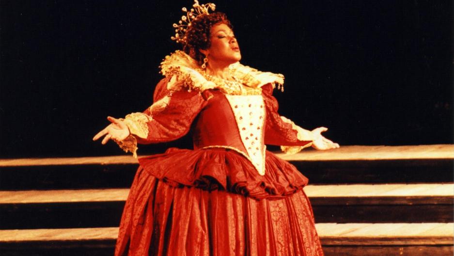Mezzo soprano Carolyn Sebron performs as Queen Elizabeth I in the opera Maria Stuarda at the Monte Carlo Opera (1997).