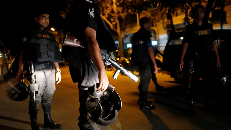 Sju polisaspiranter dodade i attentat