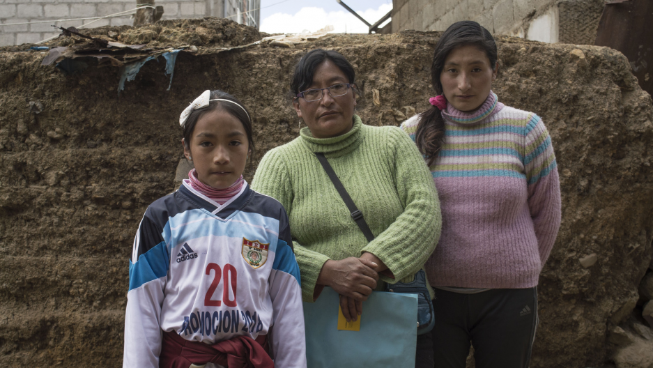 Sunmi (left) and Máyori (right) with their mother in their home. Sunmi was diagnosed by the Health Ministry in September 2015 with developmental disabilities, learning disability and chronic epistaxis (nose bleeds) from high levels of lead in her blood.