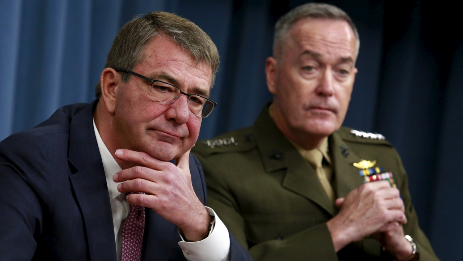 Defense Secretary Ash Carter, left, and Joint Chiefs Chairman Marine Gen. Joseph Dunford