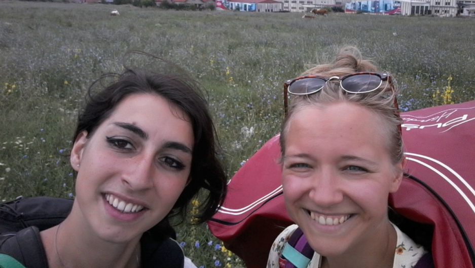 Heli Aomets and Carla Lostrangio are hitchiking through Europe with a red couch in tow