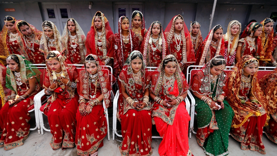 Indian Tycoon Gives Fatherless Brides A Mass Wedding