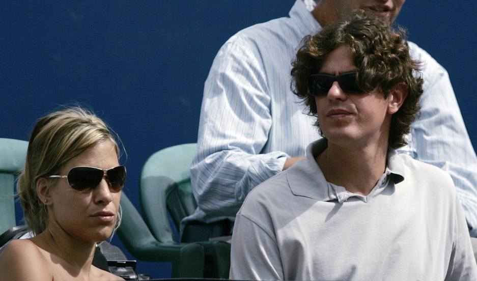 Argentina's Economy Minister Martin Lousteau and his girlfriend Anita attend the final match at the Buenos Aires Open tennis tournament between Jose Acasuso and David Nalbandian February 24, 2008.