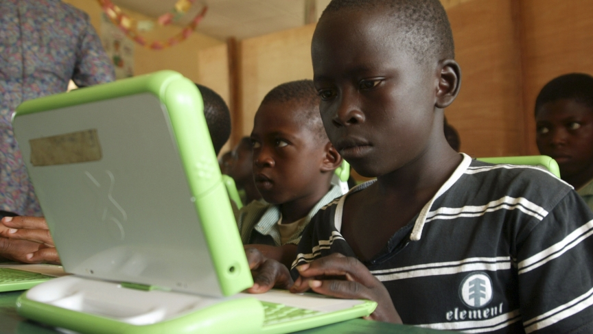 Nigerian pupils work on OLPC computers in Abuja, Nigeria, in May, 2007.