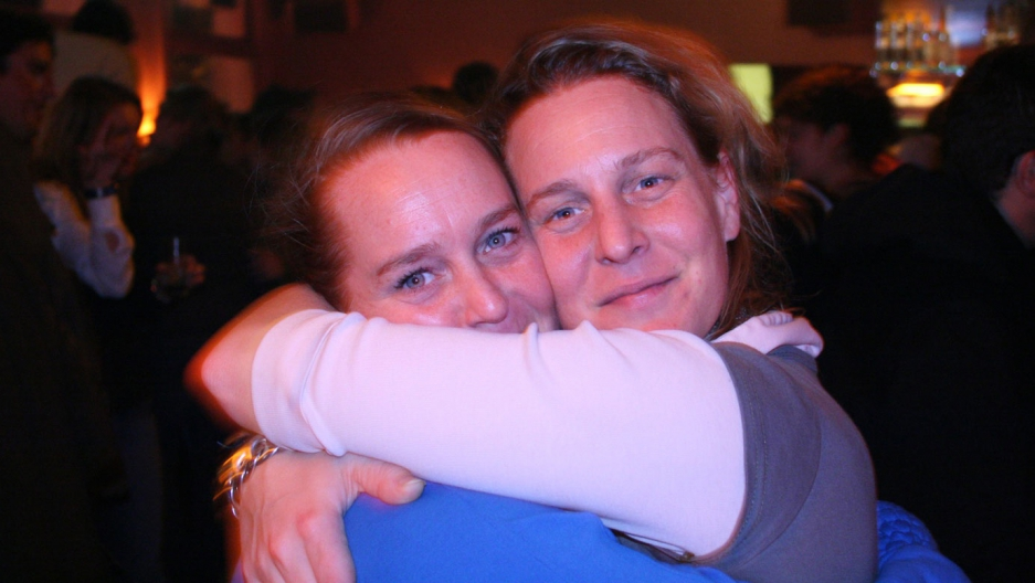 Babs Baay and her sister Joyce (R), who lost her life aboard Malaysia Flight 17