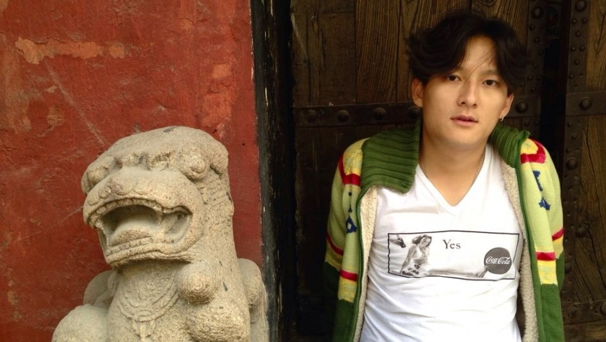 Shi Zhi's English name is Yes, as his T-shirt proclaims.
